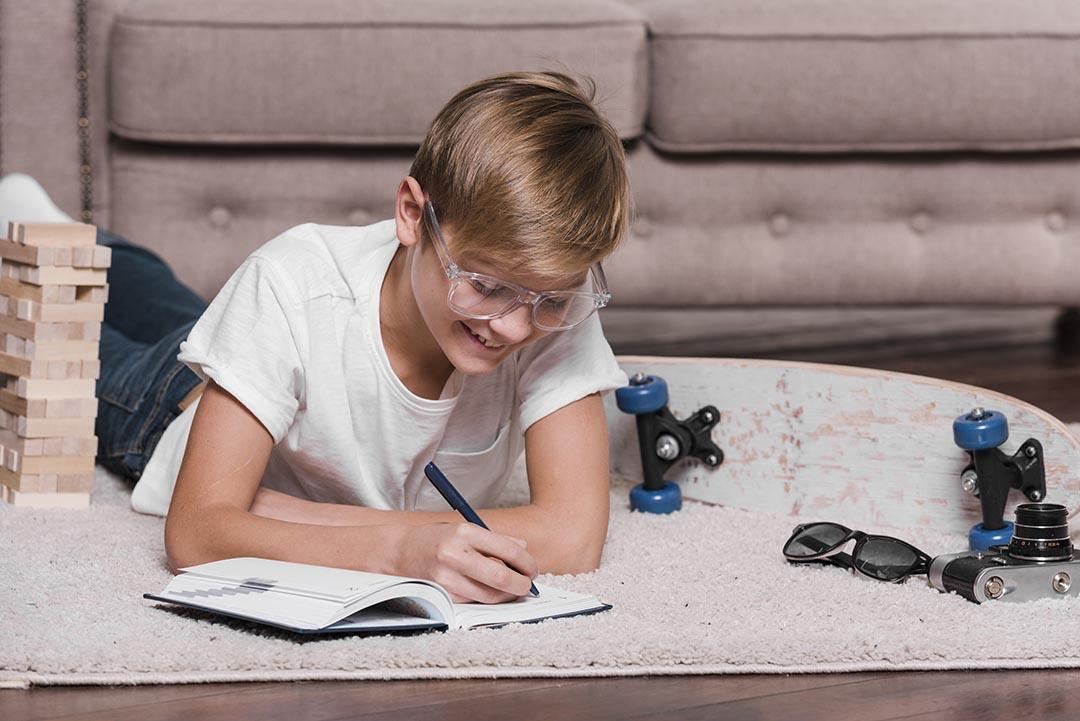¿Sabes si tienes en casa `Pequeños Grandes Autores'?